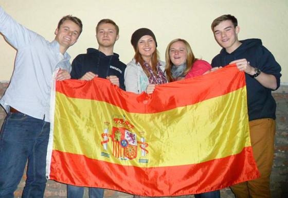 Die spanische Flagge ist schon da beim Jugendferienwerk.
