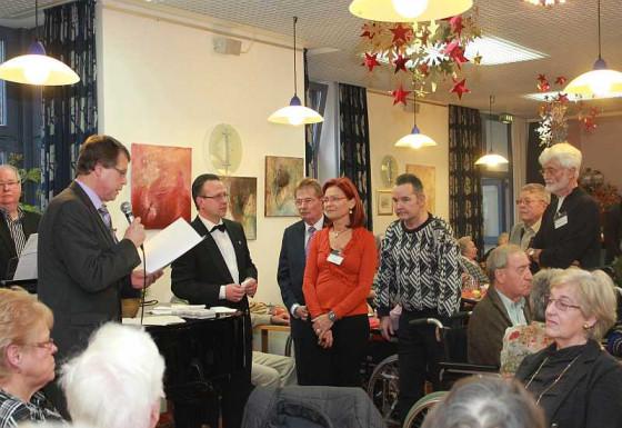 Caritasdirektor Kallen zeichnete verdiente Mitarbeiter aus.