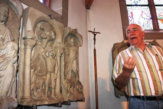 Die Chorschranken-Repliken in Gustorf wurden von Konrad Sturm erklärt.