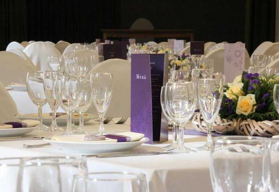 Ein besonderes Dinner erwartet junge Ehepaare im Nikolauskloster.