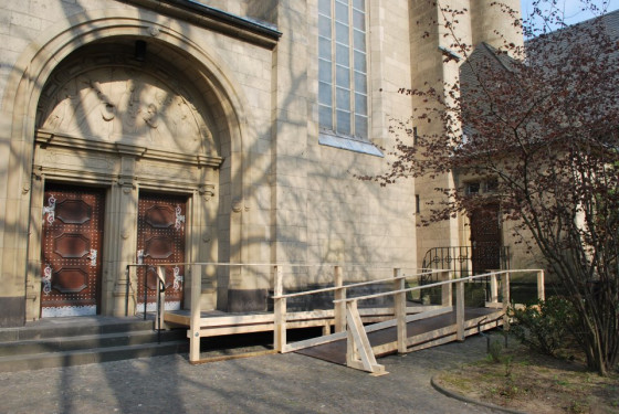 Neusser Dreikönigenkirche ist wieder barrierefrei erreichbar