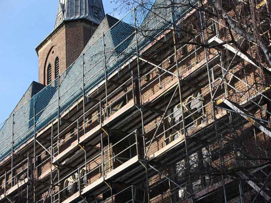 Gerüste an St. Peter und Paul. Foto: TZ