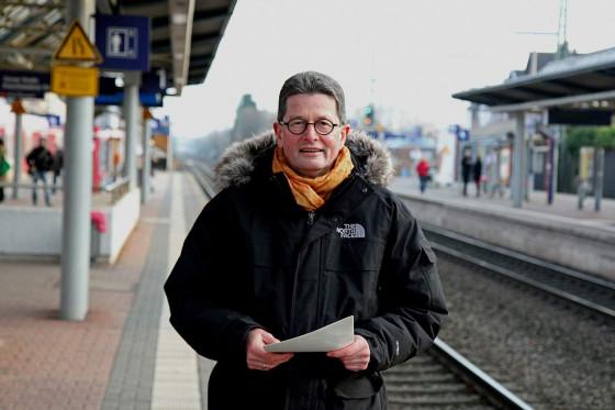 Reinhard Hauschild ist für ein Wegekreuz am Bahnhof. Foto: TZ
