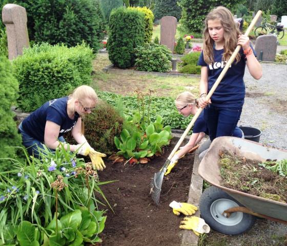 VORGESTELLT: Wir verschönern unsere Gräber