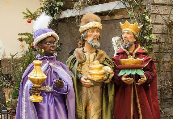 Zum Dreikönigsfest wurde die Caritas-Krippe vervollständigt.