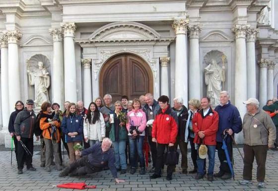 An der Abtei St. Matthias in Trier: die Rommerskirchener Pilger