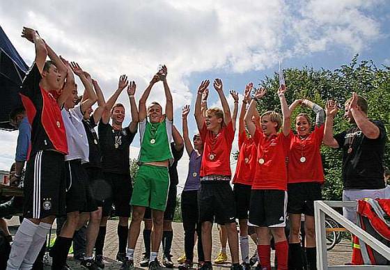 Wie beim Messdiener-Turnier im Fußball ist beim Ferienabenteuer Integration gefragt.