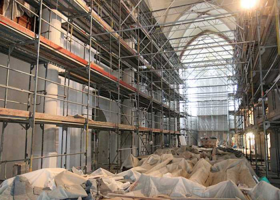 St. Peter und Paul ist komplett eingerüstet. Foto: TZ