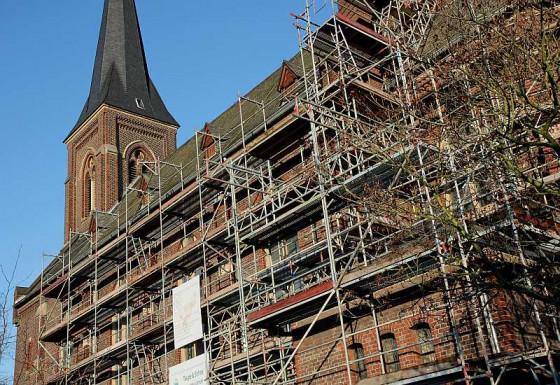 Gerüste verstellen den Blick auf St. Agatha. Foto: TZ