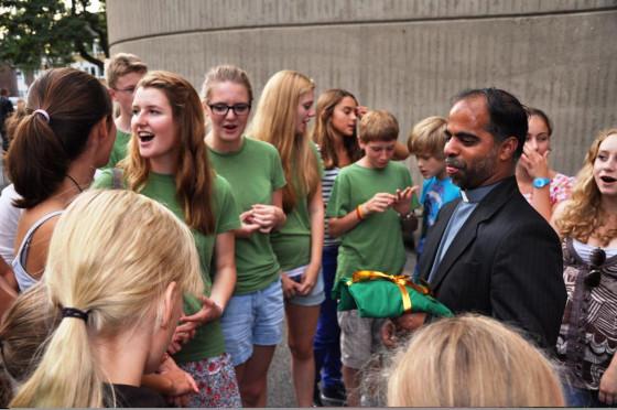 Pater Savy verabschiedet: kleiner indischer Kaplan ganz groß