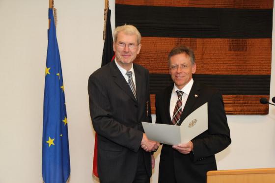 Engagiert in Politik, Kirche und Vereinen: Dr. Albert Wunsch aus Neuss erhält Bundesverdienstkreuz am Bande